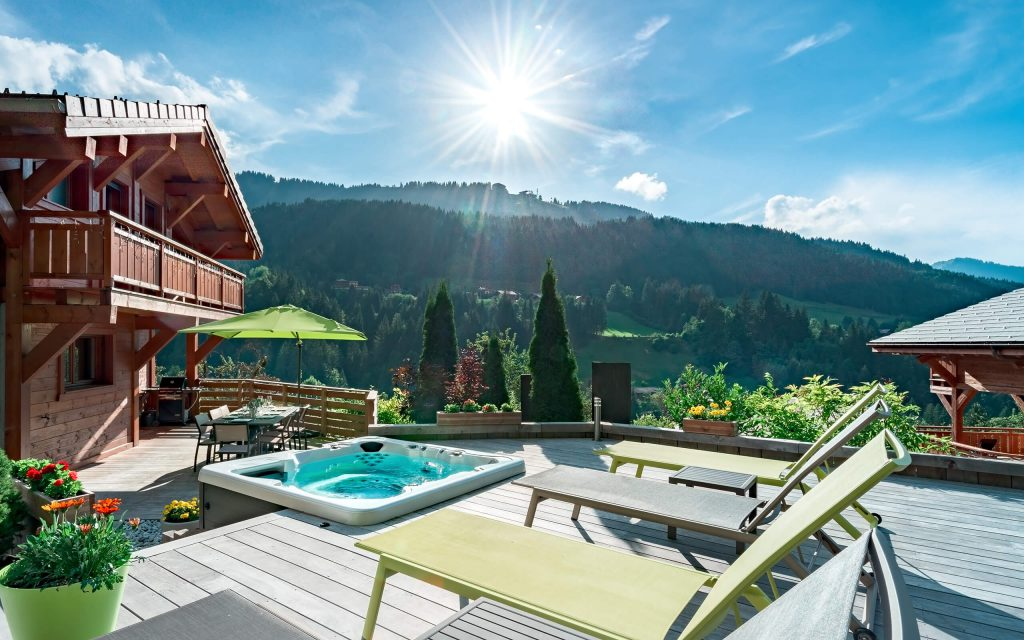 Luxury self-catered chalets in Morzine - Aubois