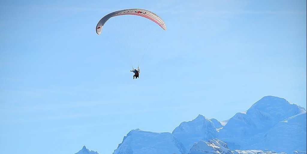 Paragliding Les Gets winter