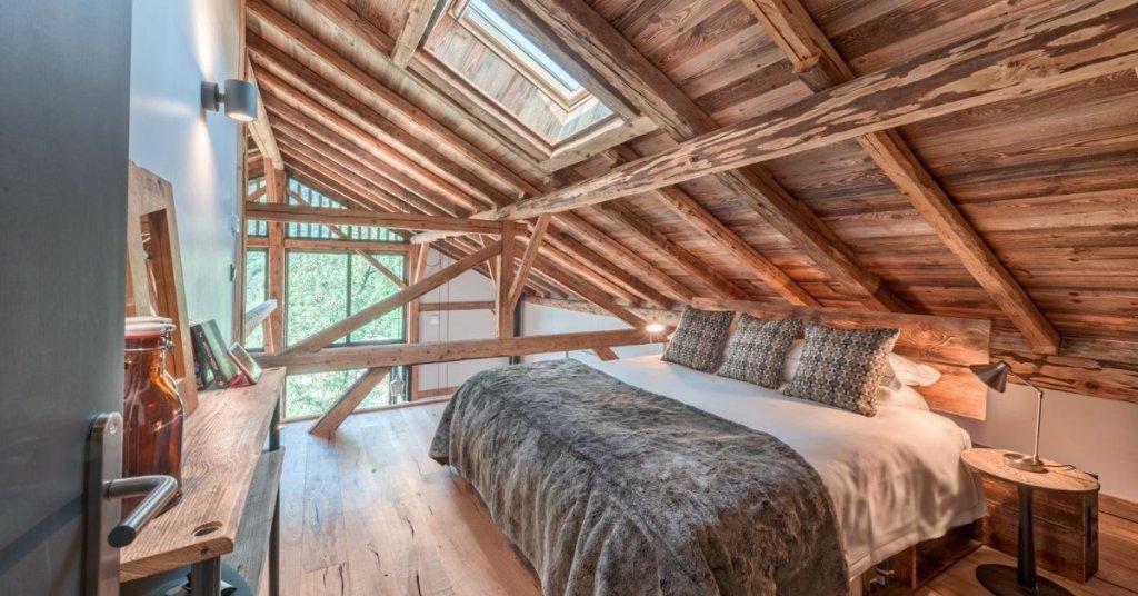 Four Twenty L'Élé plush bedroom