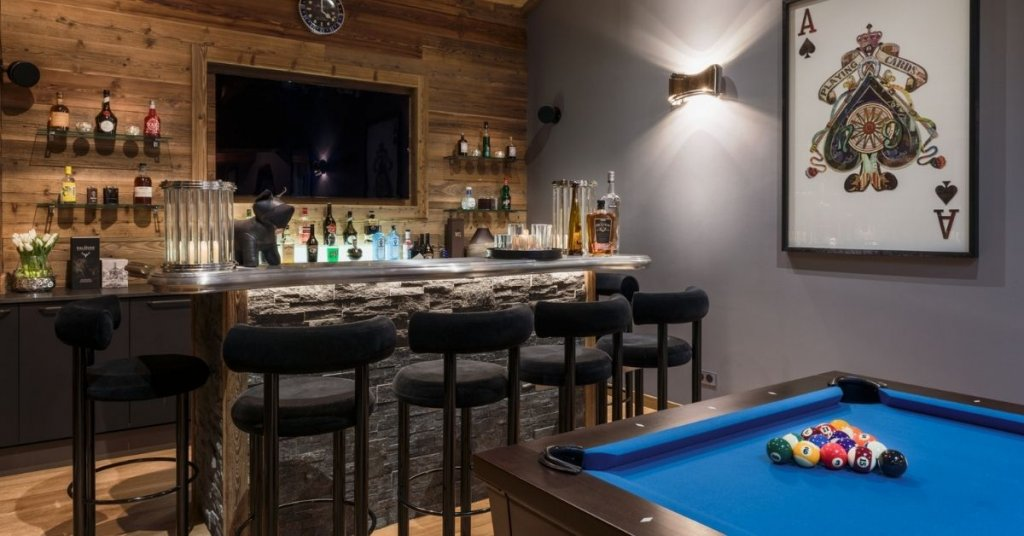 Chalet with a bar and pool table