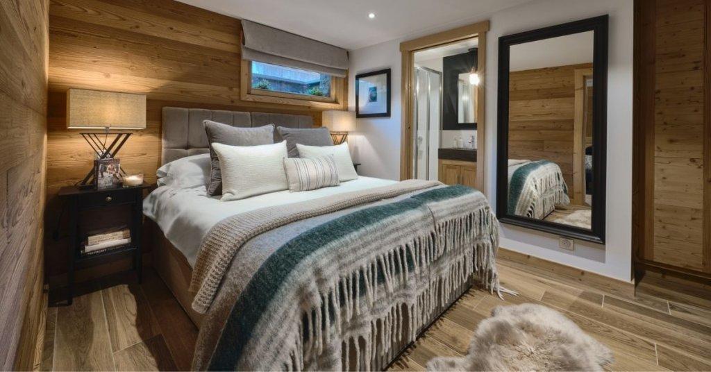 Cosy en-suite bedroom with plush bedding in The Bungo apartment