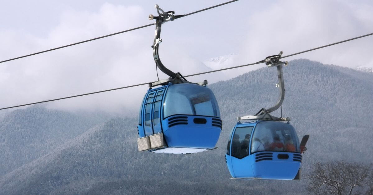 Cable car ski lift