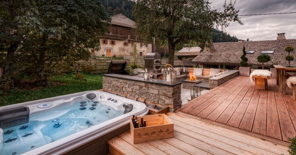 Outdoor hot tub at Chalet 46 in Morzine