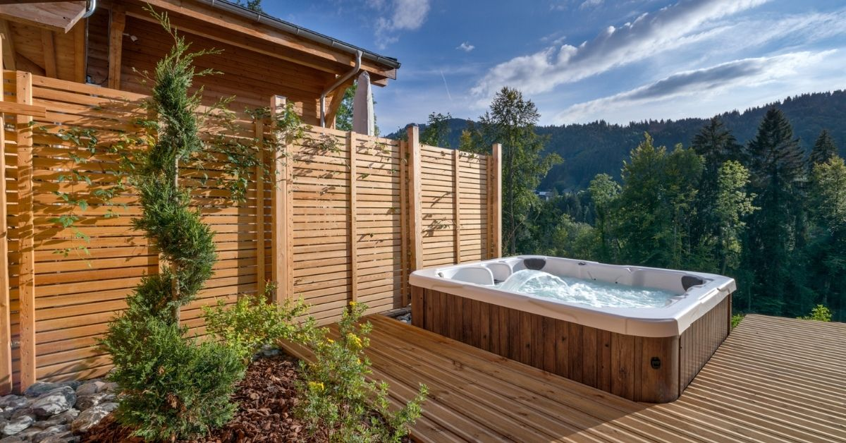 Holidays with hot tubs at Chalet Lorne in Morzine