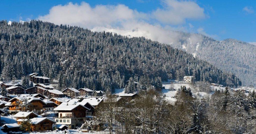 France Travel Restriction - Morzine in Winter
