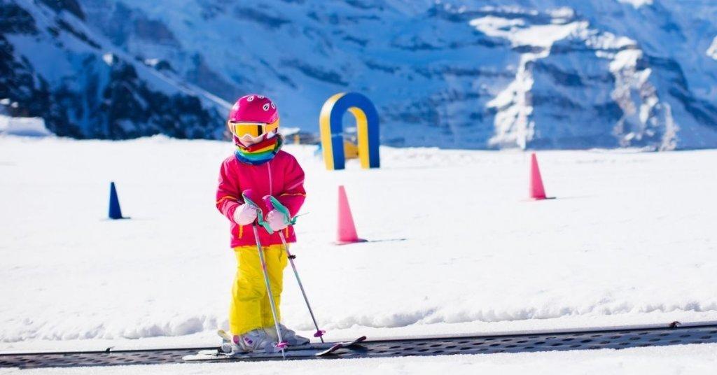 Magic carpet lift - Ski in France