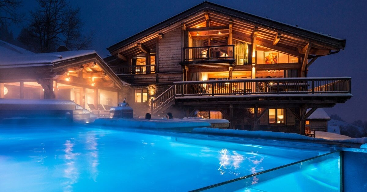 Holidays with a private pool - Grande Corniche during winter at night